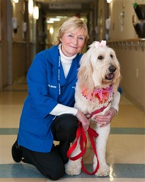 Bryn Mawr Hospital volunteer with their therapy dog
