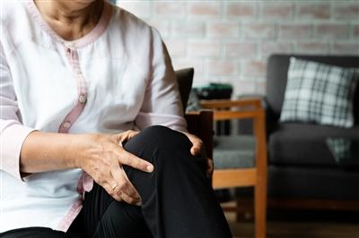 Woman clutching knee in pain