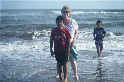 Kathryne with her Nicaraguan family enjoying the Pacific Ocean